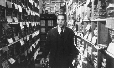 """Jeremy Irons nel film di  Steven Soderbergh """"Delitti e Segreti (Kafka)"""" del 1991"""
